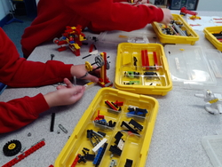 4 6 SC Using lego to invent their own machines